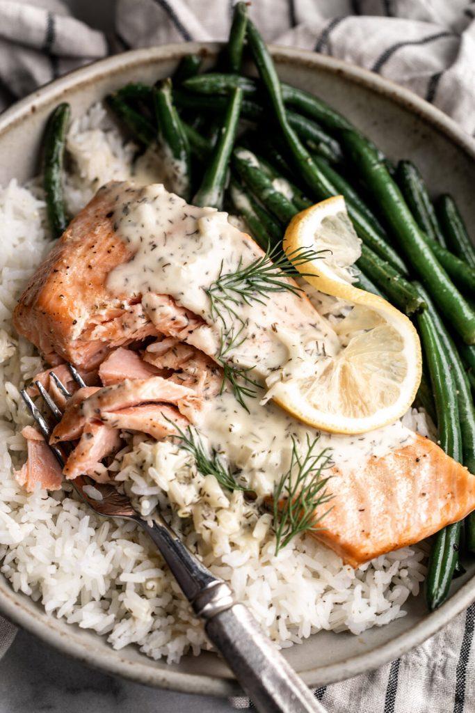 how to make lemon dill sauce for salmon in this easy dinner