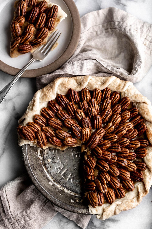 Butterscotch Pie with Caramelized Pecans