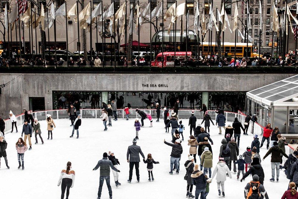 new york city rockefeller center skaters