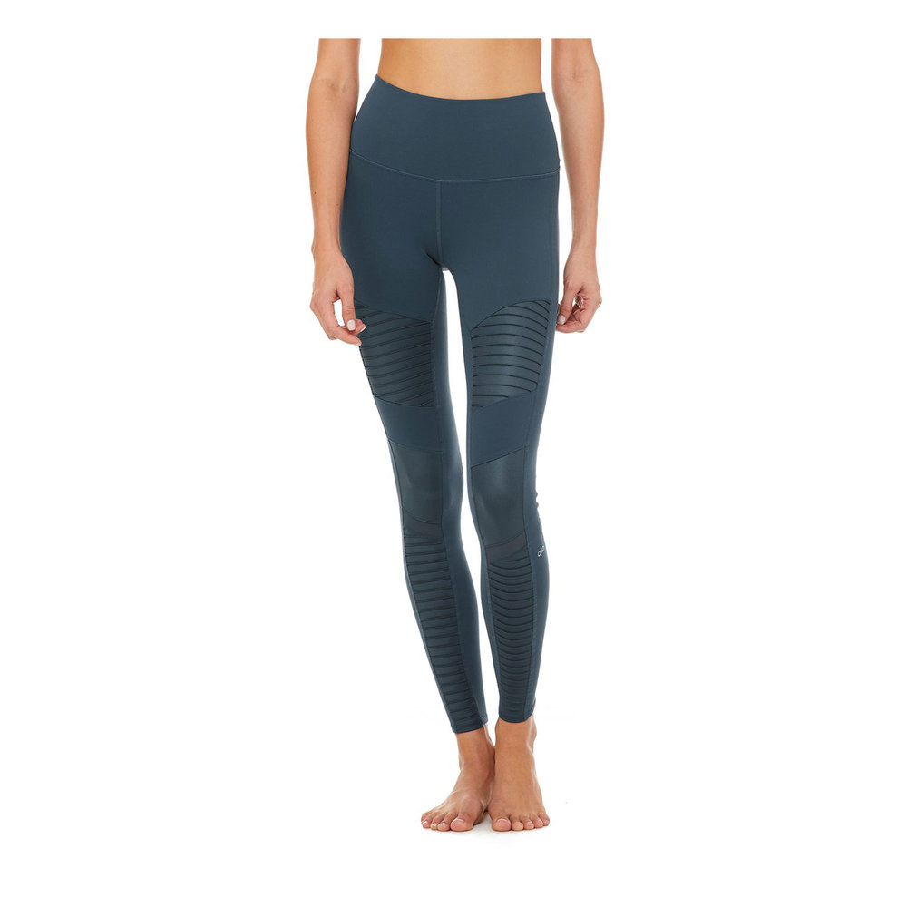 Alo High-Waist Moto Leggings I pretty much wear the same thing every time I travel: leggings, a t-shirt layered with a cashmere sweater and leather jacket. These leggings are comfortable and fit perfectly.