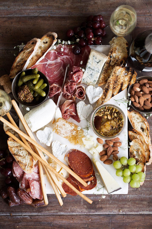planche de fromages et charcuteries de la saint valentin