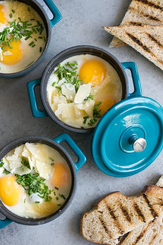 eggs en cocotte french baked eggs in ramekins