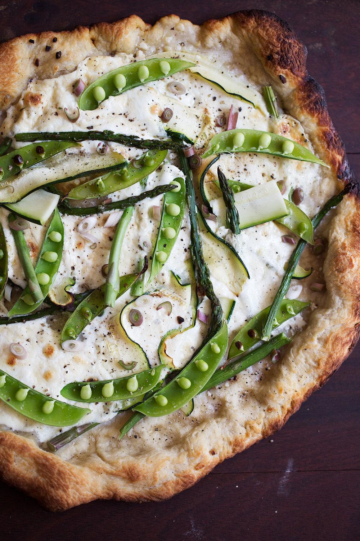 grilled green spring veggie pizza